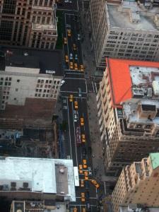 calle de neoyorquina vista desde el Empire State, en plan King Kong