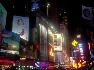 Los neones de Times Square te deslumbran y te podrian ocultar las sombras de la isla