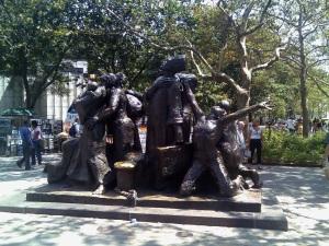 En Battery Park, al sur de Manhattan, se encuentra el Monumento a los Inmigrantes