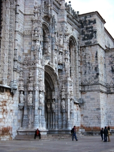 Monasterio de los Jerónimos: más de cuarenta minutos haciendo cola, acaba la misa y resulta que hay una puerta enorme por la que puedes entrar, GAÑAAAAAAAÁN