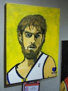 Con su barba y su indumentaria de los Memphis, Gasol ocupaba un lugar destacado en el NBA Store de la Quinta Avenida