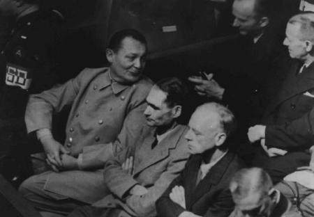 En primera fila, de izquierda a derecha, tres de los principales jerarcas nazis: Göring, Hess y von Ribbentropp